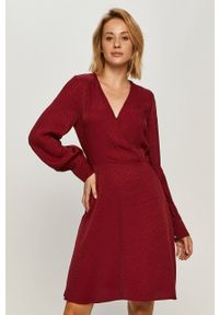 Morgan - Sukienka. Kolor: czerwony. Materiał: tkanina, materiał. Typ sukienki: rozkloszowane