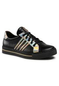 Nessi - Sneakersy NESSI - 21020 Czarny 1. Kolor: czarny. Materiał: skóra ekologiczna. Szerokość cholewki: normalna. Obcas: na płaskiej podeszwie