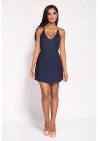 Dursi - Granatowa Rozkloszowana Sukienka z Głębokim Dekoltem. Kolor: niebieski. Materiał: elastan, nylon, bawełna