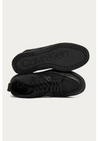 Czarne sneakersy Calvin Klein Jeans z okrągłym noskiem, na sznurówki