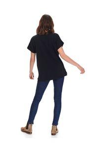 Czarny t-shirt TOP SECRET na wiosnę, klasyczny, w kolorowe wzory, z klasycznym kołnierzykiem