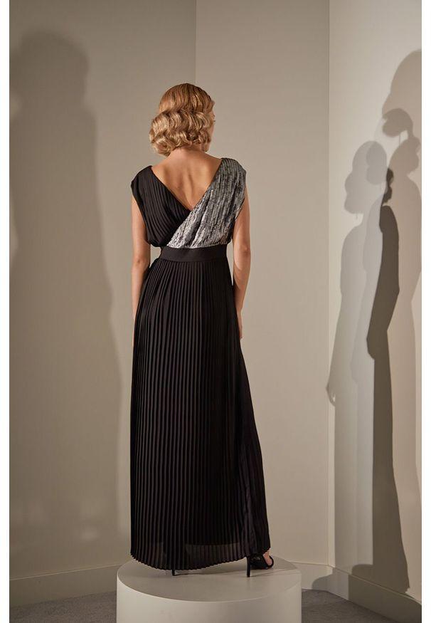 Czarna sukienka Answear Lab wakacyjna, bez rękawów, rozkloszowana, maxi