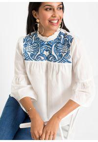 Bluzka bawełniana z haftem bonprix biel wełny - lazurowy. Kolor: biały. Materiał: wełna, bawełna. Wzór: haft