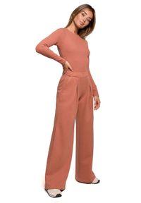 MOE - Dresowe Spodnie z Prostymi Nogawkami - Ceglaste. Kolor: czerwony. Materiał: dresówka