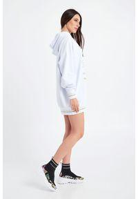 Versace Jeans Couture - BLUZA VERSACE JEANS COUTURE. Typ kołnierza: kaptur. Materiał: bawełna. Długość: długie. Wzór: nadruk