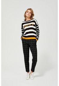 MOODO - Spodnie cygaretki w kratę. Materiał: poliester, wiskoza, guma, elastan. Długość: długie. Wzór: kratka