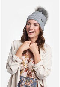 Zimowa czapka damska PaMaMi - Kawa z mlekiem. Materiał: akryl. Sezon: zima