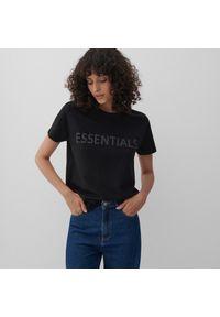 Reserved - Bawełniany t-shirt z napisem - Czarny. Kolor: czarny. Materiał: bawełna. Wzór: napisy