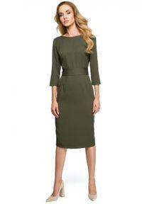 Style - Ołówkowa sukienka z dekoltem na plecach i ozdobnymi guzikami. Typ kołnierza: dekolt w łódkę, dekolt w kształcie V. Materiał: elastan, materiał. Typ sukienki: ołówkowe. Długość: mini