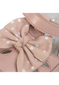Różowe sandały Naturino z aplikacjami