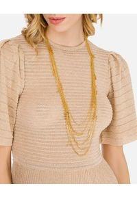 Elisabetta Franchi - ELISABETTA FRANCHI - Długi naszyjnik z przywieszkami. Materiał: złote. Kolor: złoty. Wzór: napisy