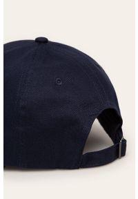Niebieska czapka z daszkiem Guess Jeans z aplikacjami