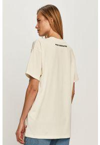 Biała bluzka Levi's® z motywem z bajki, na co dzień
