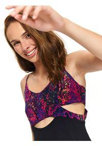 TOP SECRET - Sukienka z łączonych materiałów na ramiączkach. Kolor: różowy. Materiał: materiał. Długość rękawa: na ramiączkach. Wzór: gładki. Sezon: jesień, lato, zima