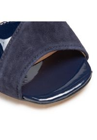 Niebieskie sandały sagan