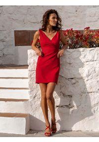 IVON - Czerwona Stylowa Sukienka Ołówkowa na Szerokich Ramiączkach. Kolor: czerwony. Materiał: poliester. Długość rękawa: na ramiączkach. Typ sukienki: ołówkowe. Styl: elegancki