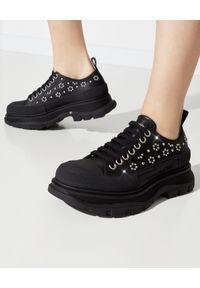 Czarne sneakersy Alexander McQueen z aplikacjami, na sznurówki, z okrągłym noskiem