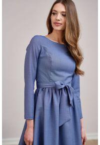 Marie Zélie - Sukienka Melia wełna niebieska w drobną kratkę. Typ kołnierza: kokarda. Kolor: niebieski. Materiał: wełna. Wzór: kratka. Styl: klasyczny