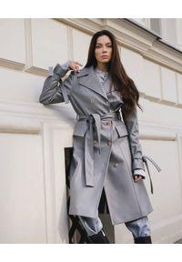 DOLLINA - Szaroniebieski płaszcz z wegańskiej skóry. Kolor: szary. Materiał: skóra