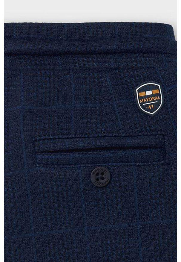 Niebieskie spodnie dresowe Mayoral na co dzień