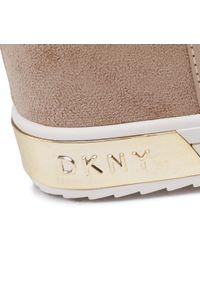 Beżowe botki DKNY na średnim obcasie, na obcasie