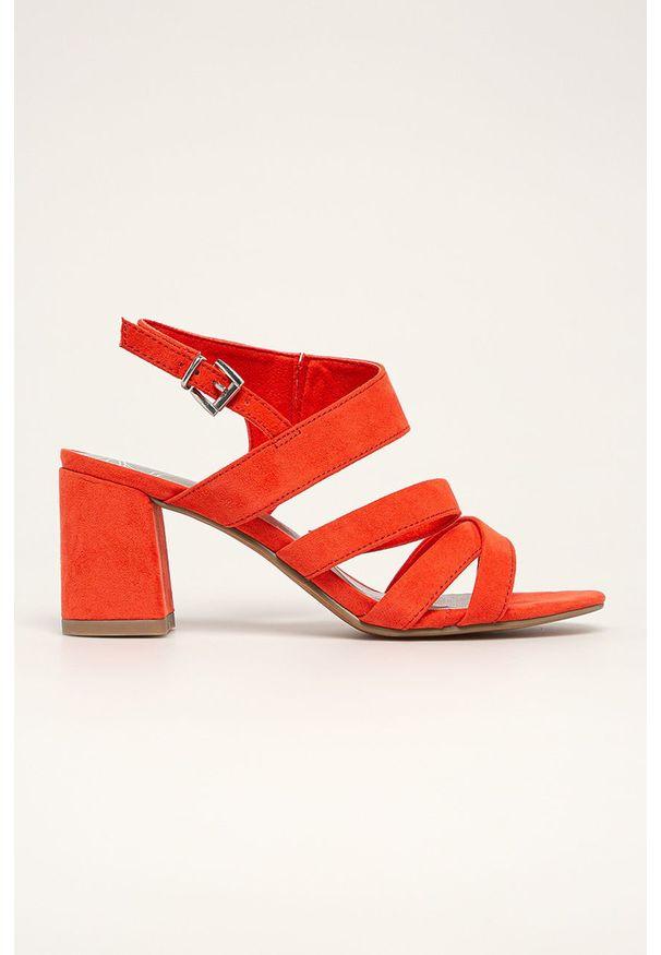 Czerwone sandały Marco Tozzi na klamry