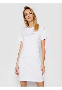 Armani Exchange Sukienka codzienna 3KYA96 YJG3Z 1000 Biały Regular Fit. Okazja: na co dzień. Kolor: biały. Typ sukienki: proste. Styl: casual