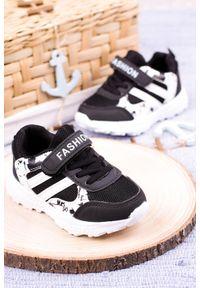 Casu - czarne buty sportowe na rzep casu 20p17/m. Zapięcie: rzepy. Kolor: czarny