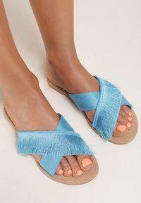 Renee - Niebieskie Klapki Let's Go Further. Kolor: niebieski. Materiał: skóra. Wzór: paski. Obcas: na obcasie. Wysokość obcasa: niski