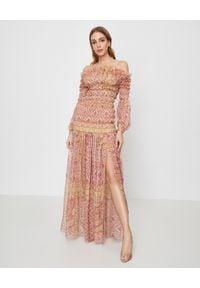 RAQUEL DINIZ - Jedwabna szyfonowa sukienka Hannah. Kolor: czerwony. Materiał: szyfon, jedwab. Wzór: aplikacja, paisley. Styl: elegancki. Długość: maxi