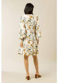 IVY & OAK - Sukienka Diana. Kolor: różowy. Materiał: tkanina. Długość rękawa: długi rękaw. Typ sukienki: rozkloszowane