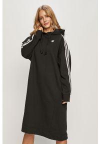 Czarna sukienka adidas Originals z kapturem, casualowa