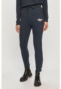 Tommy Jeans - Spodnie. Kolor: niebieski. Materiał: dzianina. Wzór: gładki