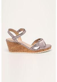 Fioletowe sandały Caprice na rzepy, na koturnie, na średnim obcasie