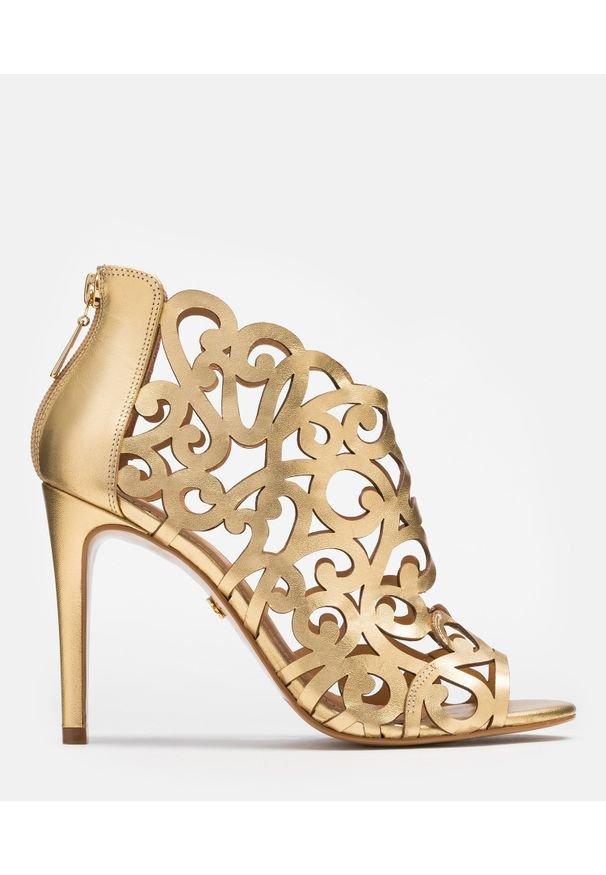 Kazar - Złote botki peep toe damskie. Nosek buta: otwarty. Kolor: złoty. Materiał: skóra