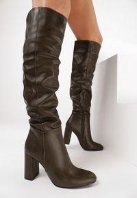 Born2be - Oliwkowe Kozaki Aravalur. Wysokość cholewki: przed kolano. Nosek buta: okrągły. Zapięcie: zamek. Kolor: brązowy. Szerokość cholewki: normalna. Obcas: na słupku. Styl: wizytowy, elegancki