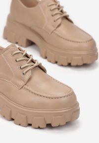 Renee - Ciemnobeżowe Półbuty Jenyros. Wysokość cholewki: przed kostkę. Nosek buta: okrągły. Kolor: beżowy. Szerokość cholewki: normalna. Wzór: gładki, aplikacja. Obcas: na obcasie. Wysokość obcasa: średni
