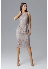 e-margeritka - Koronkowa ołówkowa sukienka bez rękawów beżowa - s. Okazja: na sylwestra, na wesele, na ślub cywilny, na imprezę. Kolor: beżowy. Materiał: koronka. Długość rękawa: bez rękawów. Wzór: koronka, aplikacja. Typ sukienki: ołówkowe. Styl: elegancki