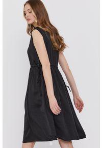 Czarna sukienka Answear Lab bez rękawów, rozkloszowana, na co dzień, mini