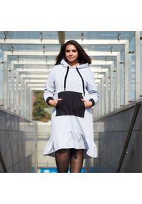 Szara sukienka dla puszystych Moda Size Plus Iwanek na co dzień, z asymetrycznym kołnierzem