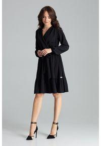 Lenitif - Rozkloszowana kopertowa sukienka midi z falbaną BOHO czarna. Okazja: na imprezę, na randkę. Typ kołnierza: kokarda. Kolor: czarny. Długość rękawa: długi rękaw. Typ sukienki: kopertowe. Styl: boho. Długość: midi