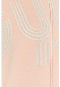 Różowa bluza Guess z nadrukiem, z kapturem