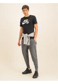 Szare spodnie dresowe Nike Dri-Fit (Nike)