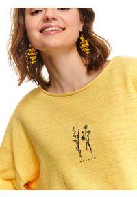 TOP SECRET - Nierozpinana melanżowa bluza z delikatnym nadrukiem w kwiaty. Okazja: na co dzień. Kolor: żółty. Materiał: bawełna. Długość rękawa: długi rękaw. Długość: długie. Wzór: melanż, kwiaty, nadruk. Sezon: wiosna, lato. Styl: sportowy, casual