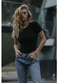 MUUV - T-shirt Mild Cotton. Kolor: czarny. Materiał: bawełna, materiał