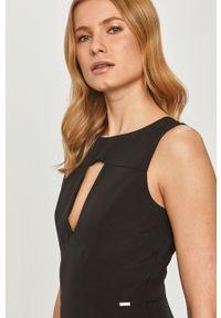 Czarna sukienka Guess mini, bez rękawów, na co dzień