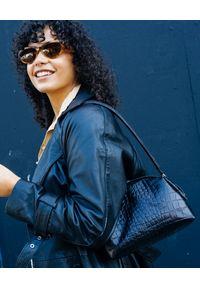 BALAGAN - Czarna torba w zwierzęcy wzór Hug. Kolor: czarny. Wzór: motyw zwierzęcy. Materiał: z tłoczeniem. Styl: vintage, retro, klasyczny. Rodzaj torebki: na ramię