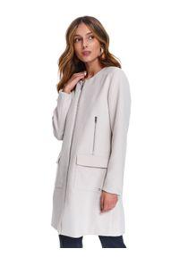 Kremowy płaszcz TOP SECRET w kolorowe wzory, na wiosnę