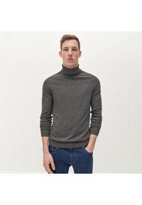 Szary sweter Reserved z golfem, klasyczny