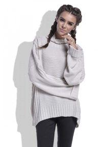 Beżowy sweter Fobya w prążki